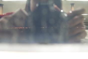 鏡になった窓と、とおくの街の灯.jpg